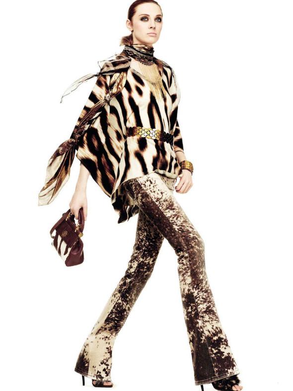 Лукбук: Эмелин Валад и Ольга Шерер для Roberto Cavalli FW 2011. Изображение № 6.