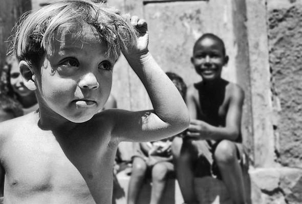 Детство, похожее наигрушечных пупсов. byJaime Monfort. Изображение № 34.