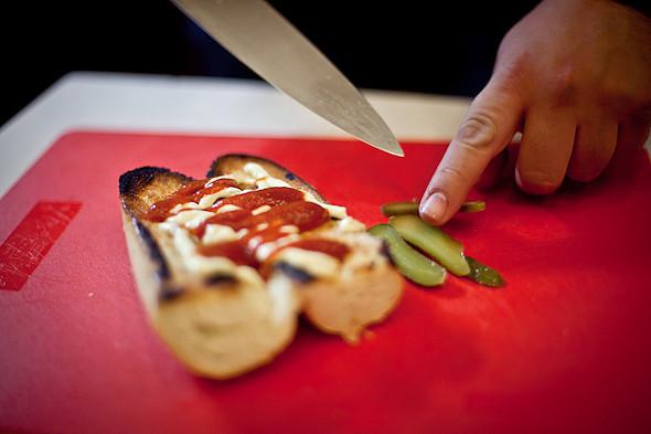 Быстро и вкусно: Сандвичи, хот-дог и три брускетты. Изображение № 15.