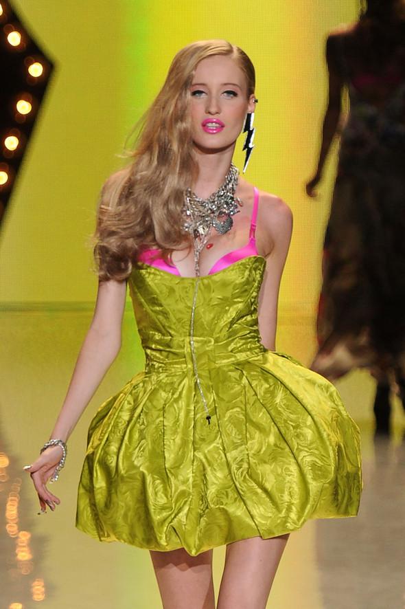 New York Fashion Week: Betsey Johnson Spring 2012. Изображение № 85.