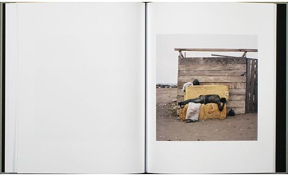 12 альбомов фотографий непривычной Африки. Изображение № 87.