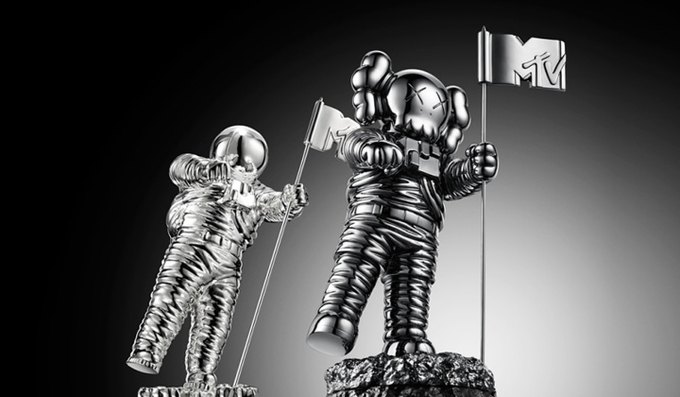 KAWS разработал статуэтку Moonman для премии MTV. Изображение № 1.