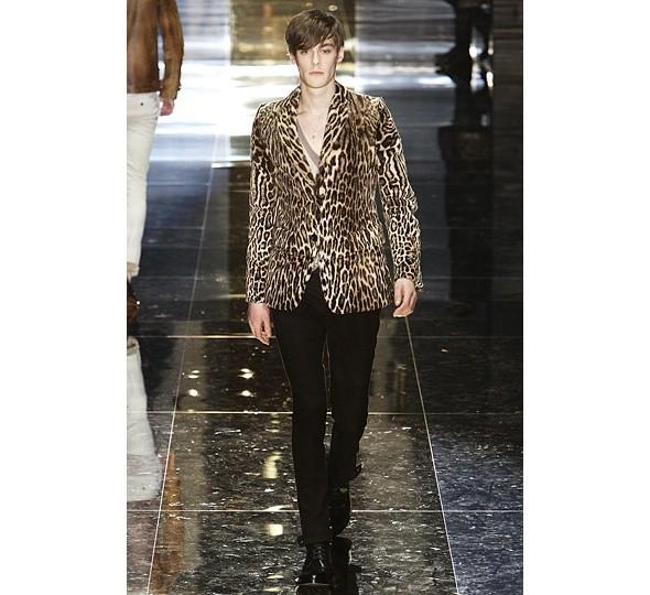 Трансляция показа новой мужской коллекции Gucci. Изображение № 1.