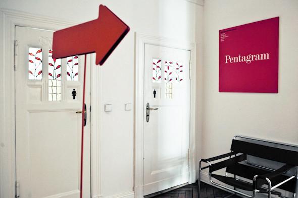 Рабочее место: Юстус Ойлер, арт-директор дизайн-студии Pentagram в Берлине. Изображение № 12.