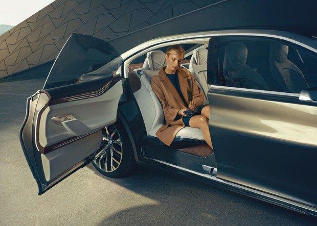BMW представила концепт-кар с дополненной реальностью. Изображение № 8.