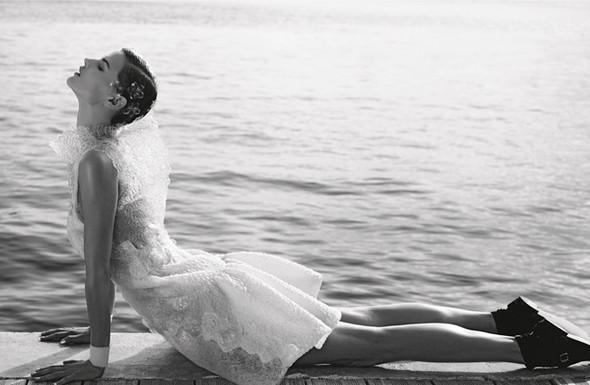 Кампания: Джоан Смоллс и Саския де Брау для Chanel SS 2012. Изображение № 6.