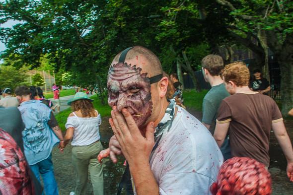 Зомби парад в Нью Йорке. NYC Zombie Crawl.. Изображение № 52.