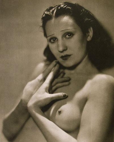 Части тела: Обнаженные женщины на винтажных фотографиях. Изображение № 70.
