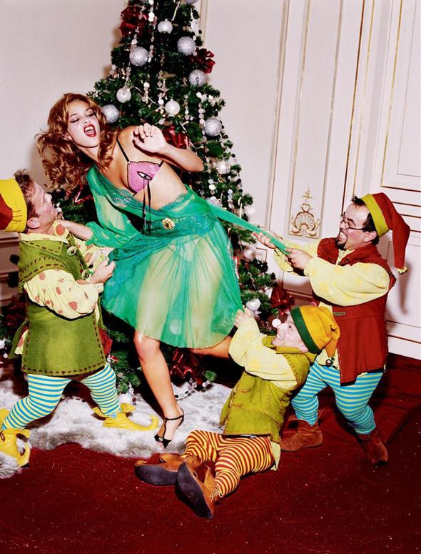 Архивная съёмка: Рождественская съёмка Эллен фон Унверт для Numero, 2004. Изображение № 1.