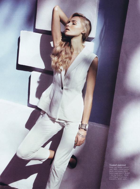 Съёмка: Валентина Зеляева для Vogue. Изображение № 12.