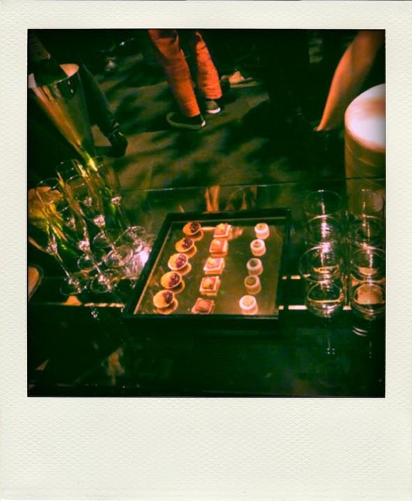 Секрет удачной вечеринки — много выпивки и мало еды. Изображение № 12.