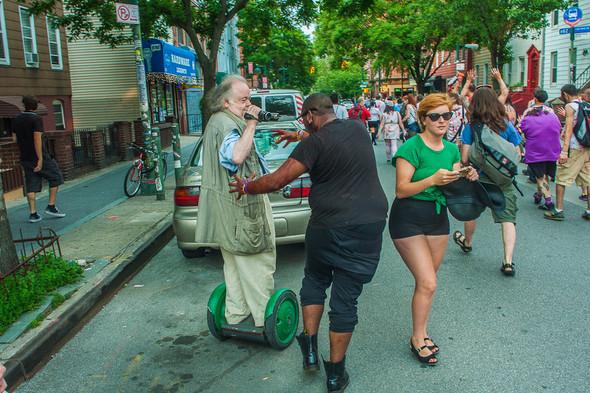 Зомби парад в Нью Йорке. NYC Zombie Crawl.. Изображение № 49.