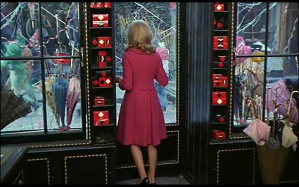 Movie-Looks: «Шербурские зонтики». Изображение № 16.