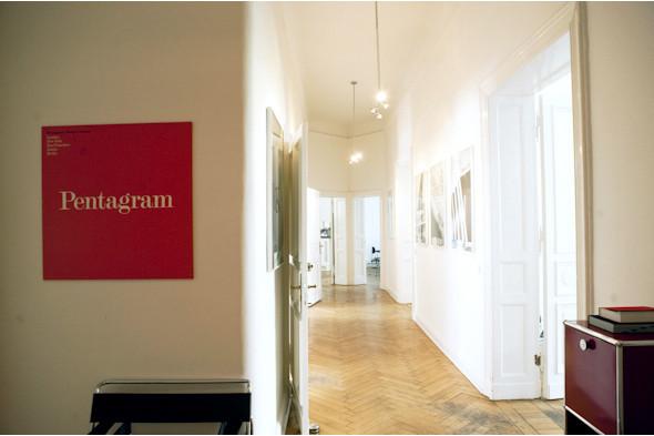 Рабочее место: Юстус Ойлер, арт-директор дизайн-студии Pentagram в Берлине. Изображение № 13.
