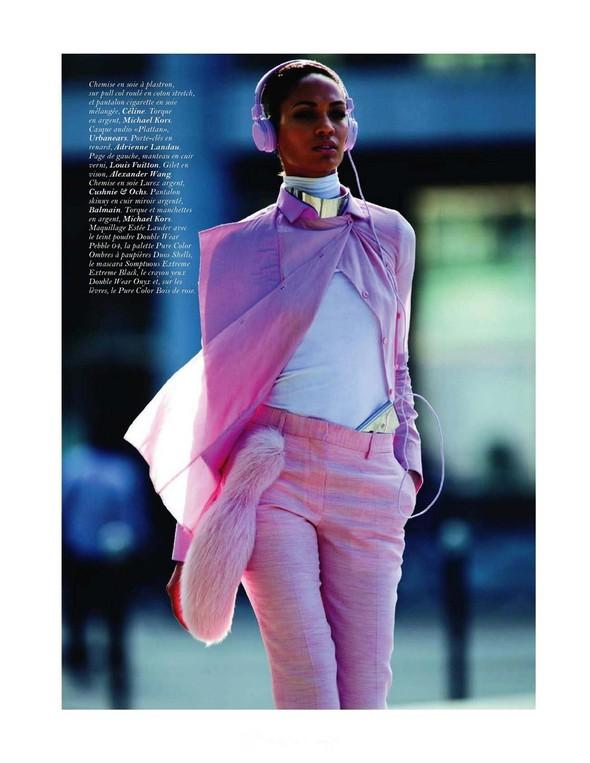 Съёмка: Джоан Смоллс для Vogue. Изображение № 4.