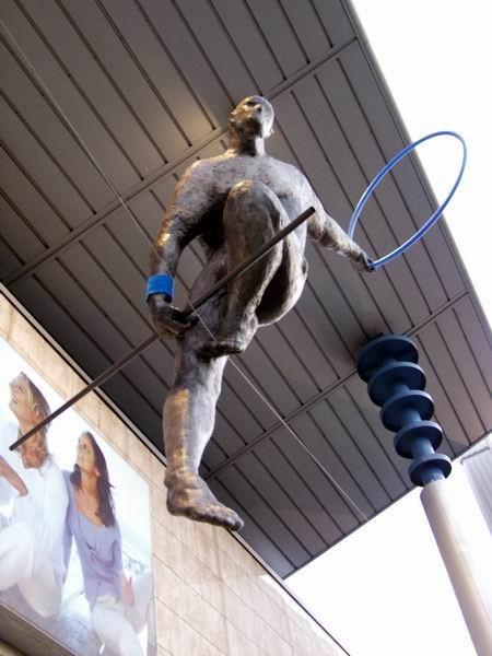 Скульптуры Джерзи Кедзиоры, парящие в воздухе. Изображение № 26.