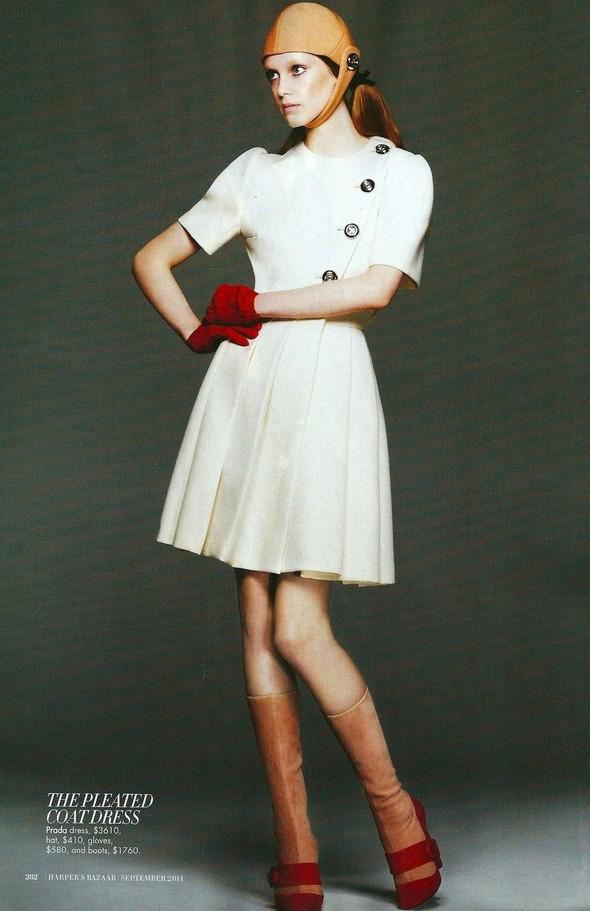 Съёмка: Джемма Бейнес для Harper's Bazaar. Изображение № 7.