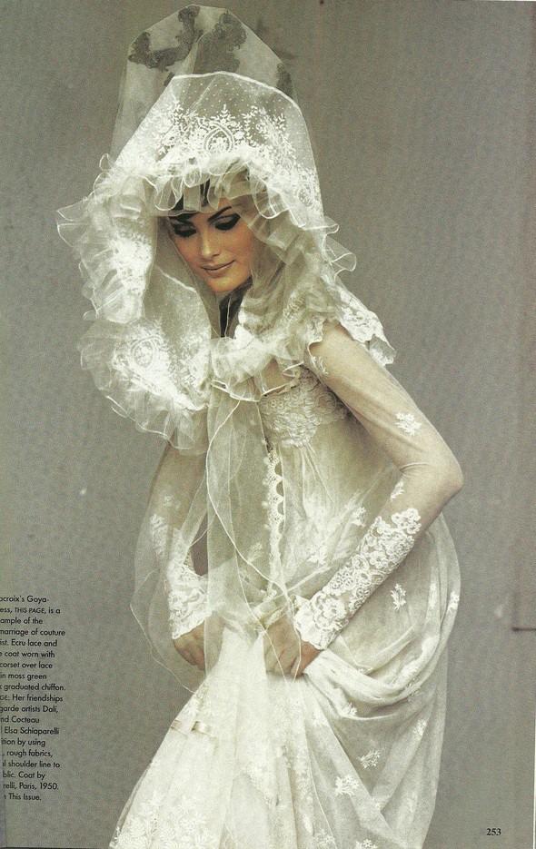 Архивная съёмка: Модели и дизайнеры в объективе Ирвинга Пенна для Vogue, 1995. Изображение № 6.