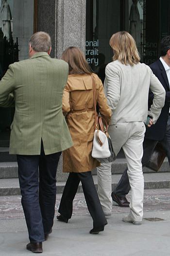 Анджелина Джоли и Брэд Питт приобщаются к культуре. Изображение № 4.