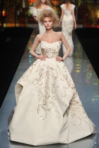 """""""Выбираем свадебное платье!"""" 93 идеи ведущих дизайнеров. Изображение № 60."""