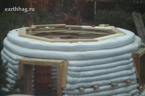 Проапокалиптический DIY - купол из мешков с землей - Earthbag building. Изображение № 8.