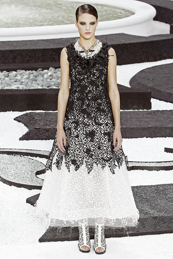 Карл Лагерфельд показал одну из самых красивых коллекций, когда-либо созданных для Chanel. Изображение № 46.