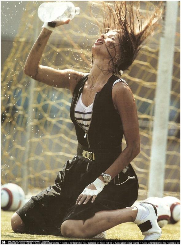 Быстрее, выше, сильнее: Модные съемки, вдохновленные спортом. Изображение №11.