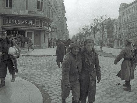 Евгений Халдей – знаменитый фоторепортер войны. Изображение № 19.