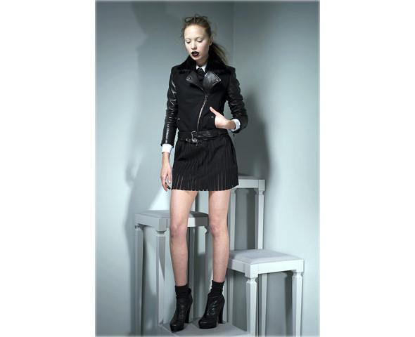 Новые коллекции: Acne, Dior, Moschino, Viktor & Rolf. Изображение № 34.
