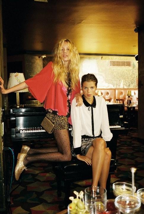 Лукбуки: Urban Outfitters November 2010. Изображение № 23.