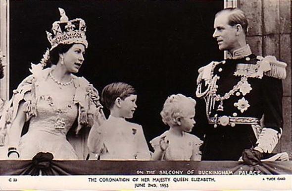 Её Величество. Изображение № 6.