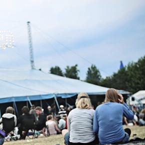 Фестиваль Roskilde в Дании: Бег голышом, гигантские шатры и резиновые сапоги . Изображение №28.