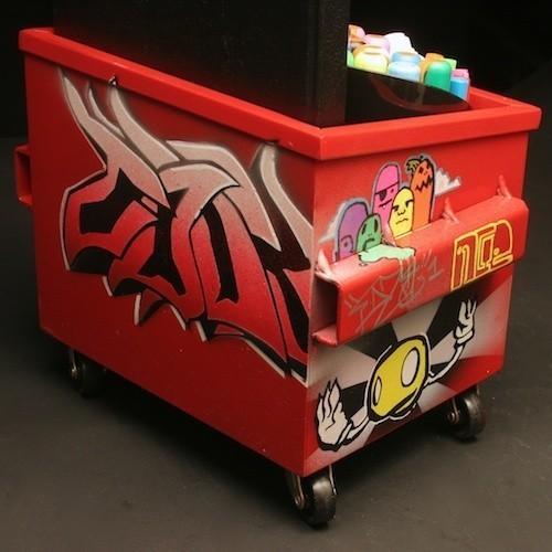 Настольные граффити-контейнеры для цветов и всякой всячины. Изображение № 7.