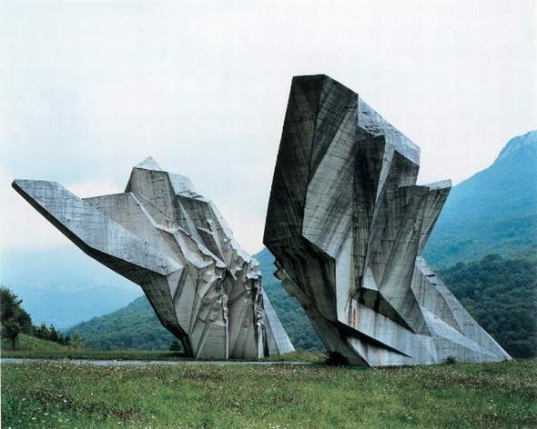 ЯнКемпенаэрс. Югославские споменики. Изображение № 4.