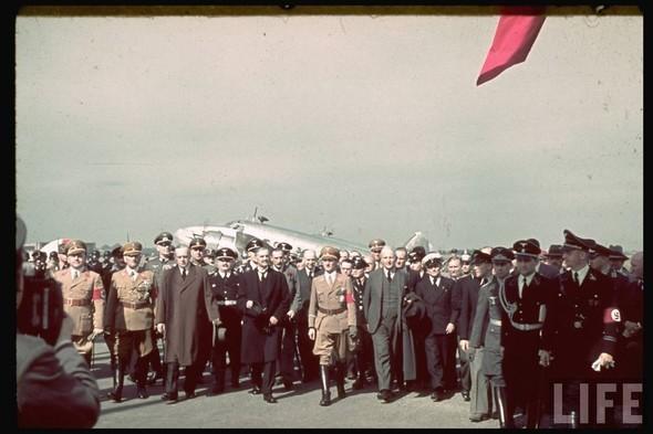 100 цветных фотографий третьего рейха. Изображение №25.