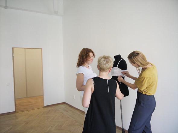 На примерке Pure Joy: конструктор Аста, Марите и Светлана Танакина. Изображение № 10.