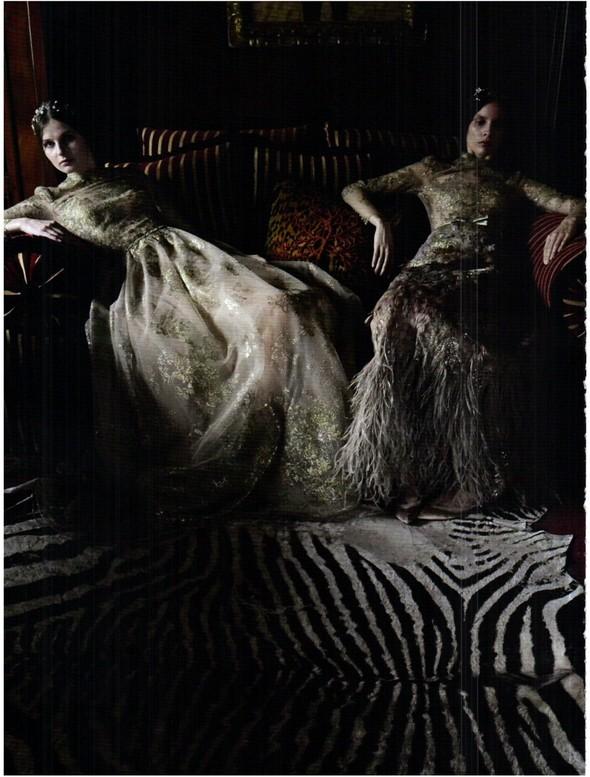 Съёмка: Кутюр Valentino в итальянском Vogue. Изображение № 9.