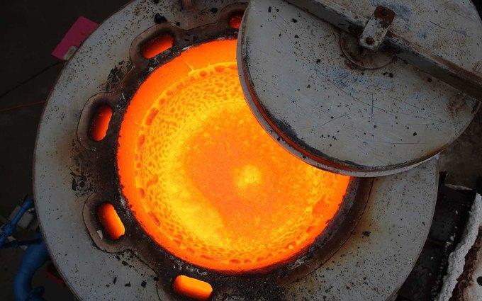 Повара приготовили стейк на искусственной лаве с температурой 1149 °С . Изображение № 7.
