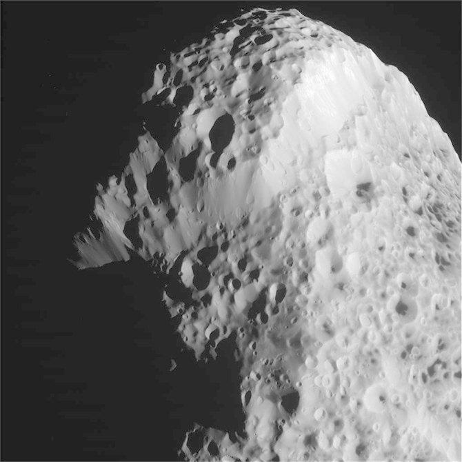 Cassini получил последние фото Гипериона . Изображение № 3.