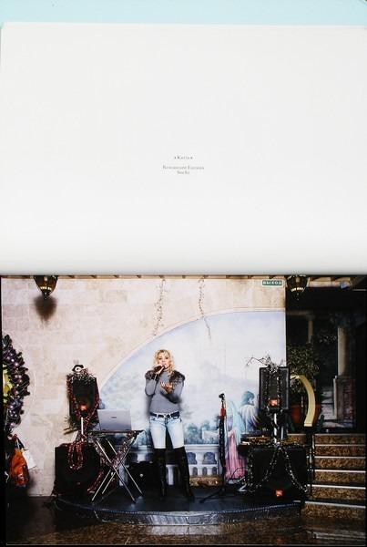 Клубная мания: 10 фотоальбомов о безумной ночной жизни . Изображение №92.