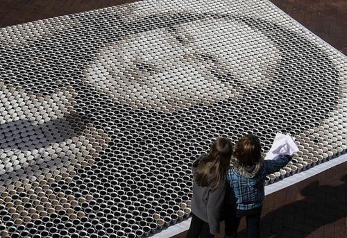 """""""Мона Лиза"""" из стаканов с кофе. Изображение № 1."""