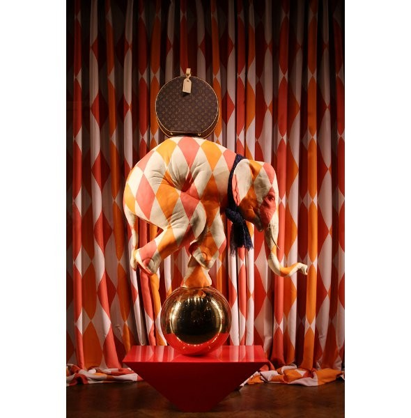 10 праздничных витрин: Робот в Agent Provocateur, цирк в Louis Vuitton и другие. Изображение № 61.