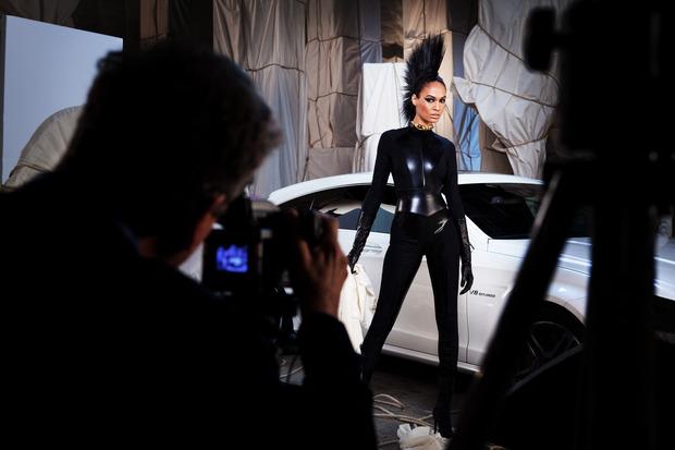 Джоан Смоллc на юбилейной Mercedes-Benz Fashion Week Russia. Изображение № 1.