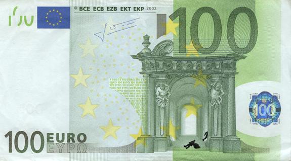 Художник в знак протеста изрисовал банкноты на 3555 евро. Изображение № 44.