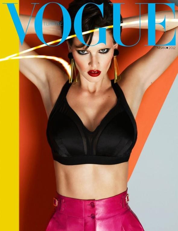 Обложки Vogue: Испания, Франция, Япония и другие. Изображение № 3.