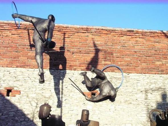 Скульптуры Джерзи Кедзиоры, парящие в воздухе. Изображение № 28.