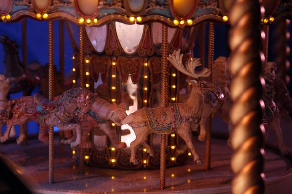 10 праздничных витрин: Робот в Agent Provocateur, цирк в Louis Vuitton и другие. Изображение № 58.