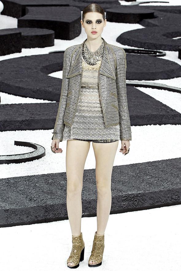 Карл Лагерфельд показал одну из самых красивых коллекций, когда-либо созданных для Chanel. Изображение № 18.