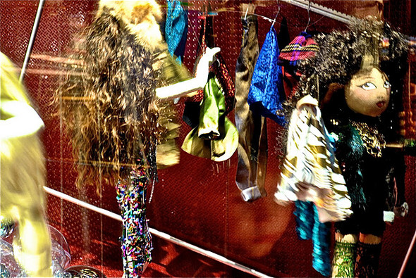 10 праздничных витрин: Робот в Agent Provocateur, цирк в Louis Vuitton и другие. Изображение № 29.