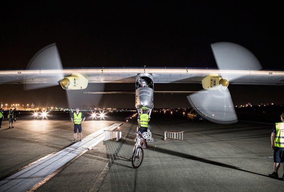 Первый самолёт  на солнечной энергии,  который долетит  на край света. Изображение № 15.